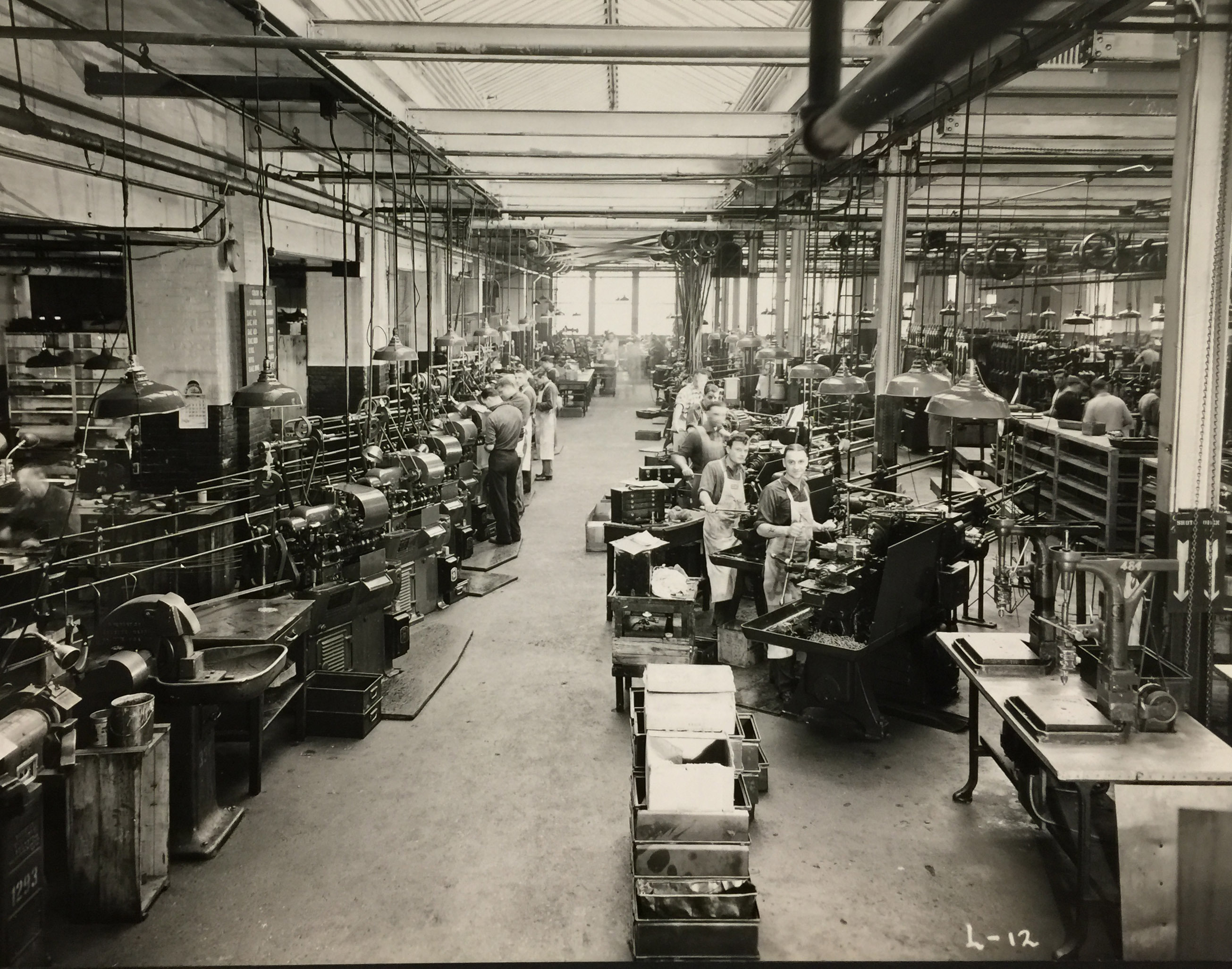 Wurlitzer North Tonawanda plant, men manufacturing, photo (c1950).jpg