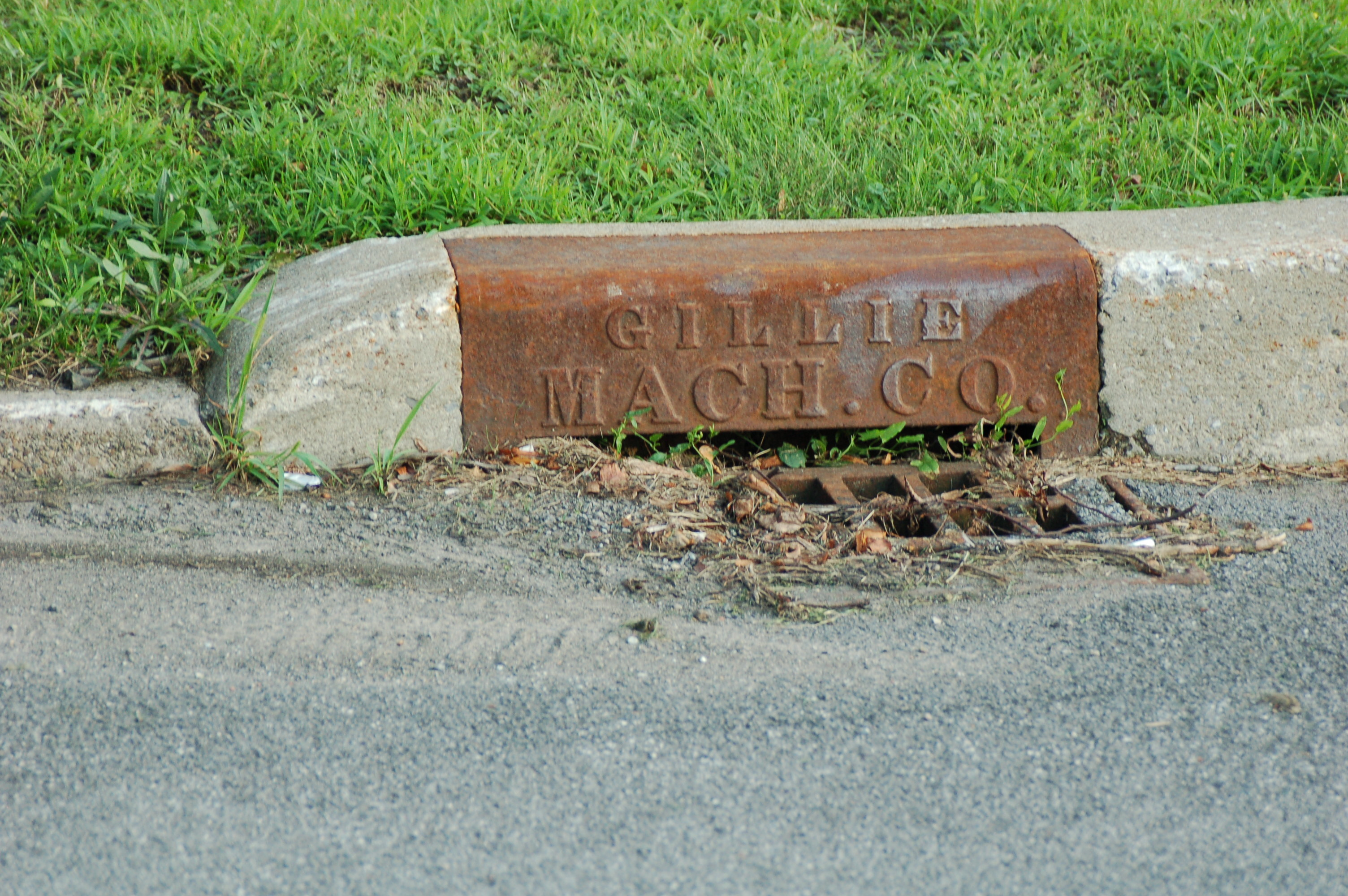 Gillie Machine Company Drain - northeast corner of Payne and Thompson (2009).jpg