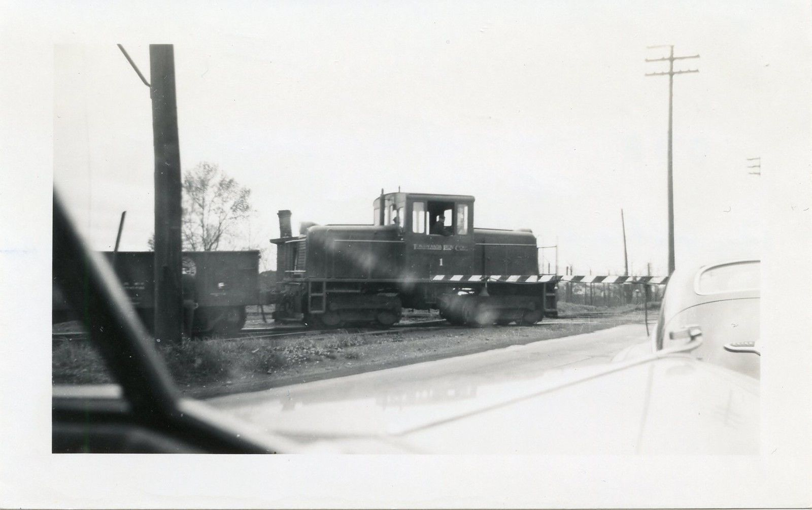 Tonawanda Iron Company locomotive, photo (1948).jpg