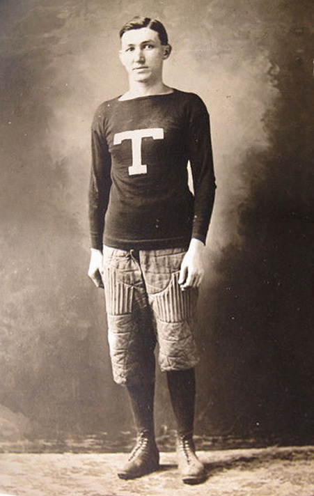 Tonawanda footballer, postcard photo (c1910).jpg