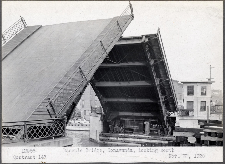 Bascule bridge, Tonawanda, looking north, photo (1920-11-22).jpg