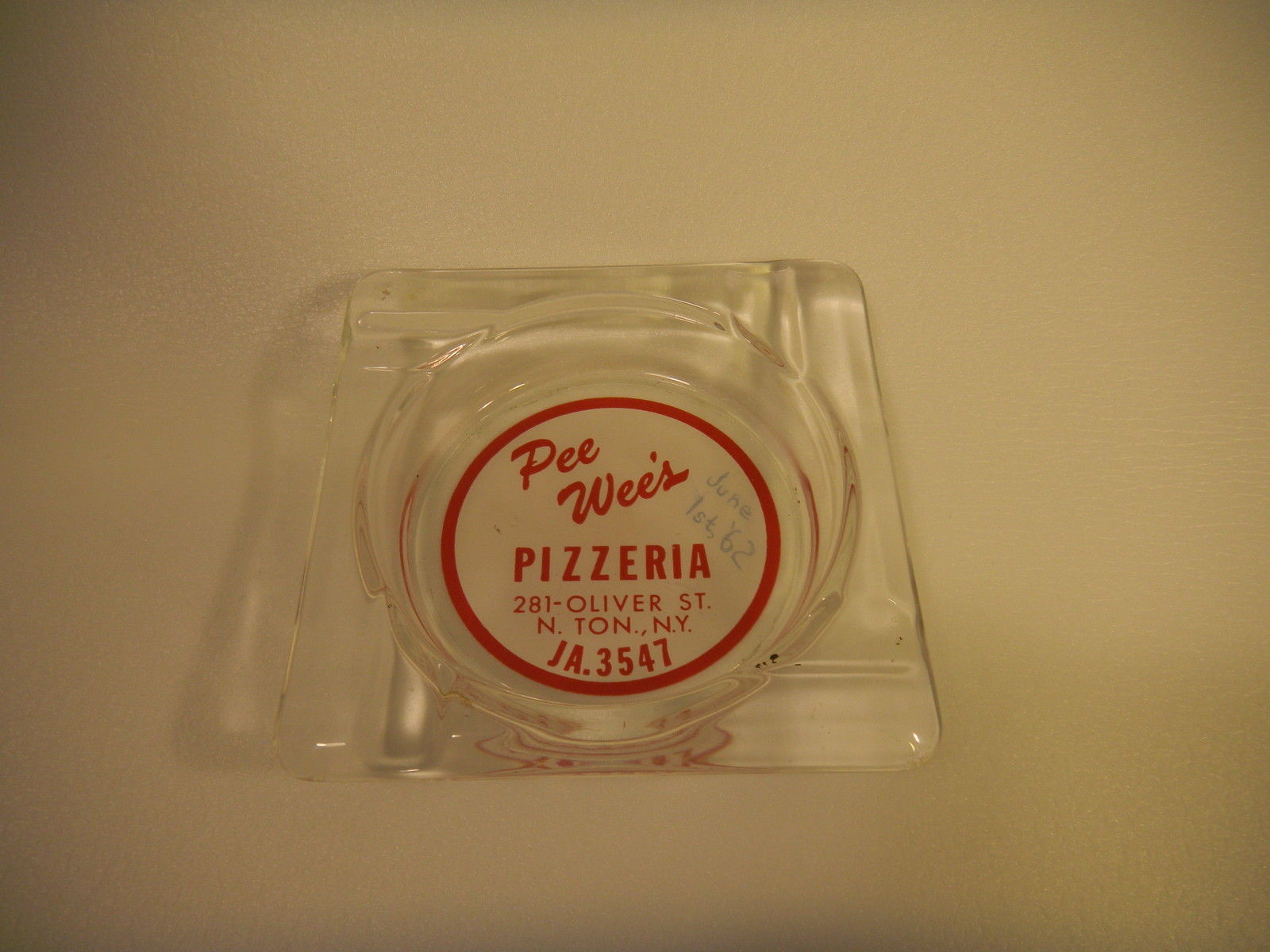 Pee Wee's Pizzeria, 281 Oliver, ashtray (1962-06-01).jpg