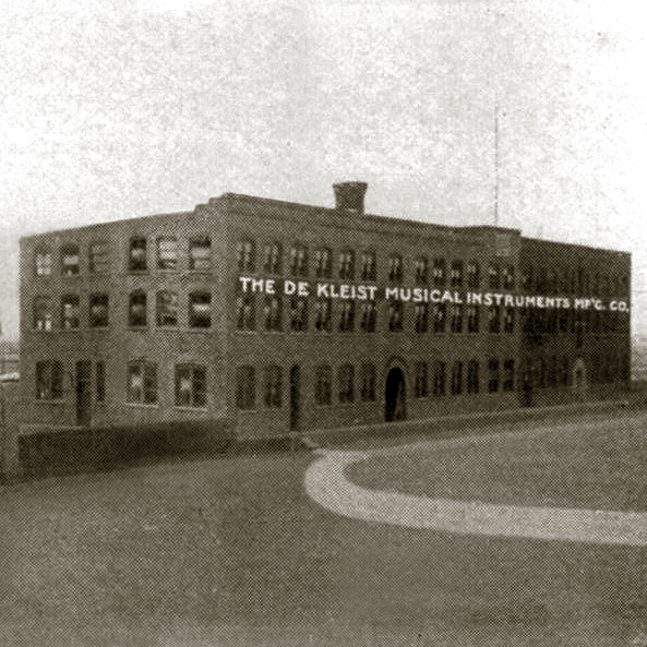 de Kleist Musical Inst Mfg. Co. factory, photo detail (HST, 1907).jpg