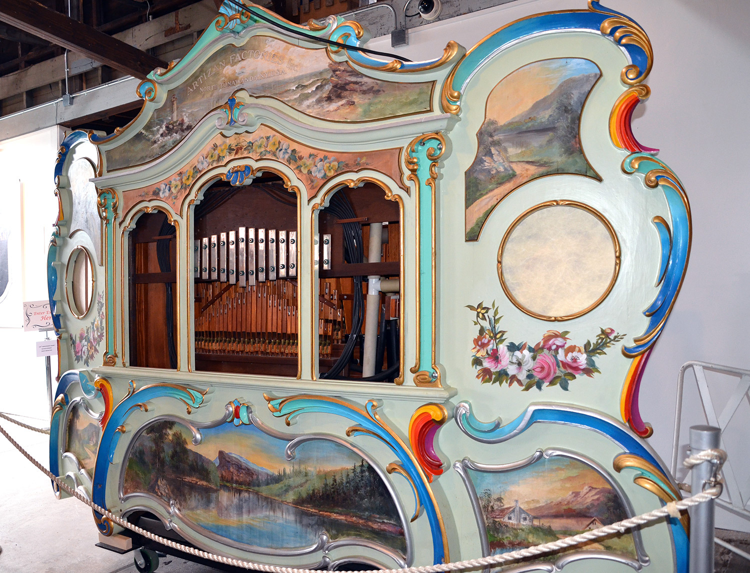 Artizan-D-band-organ,photo-(Herschell-Carrousel-Factory-Museum,-2015)-web.jpg