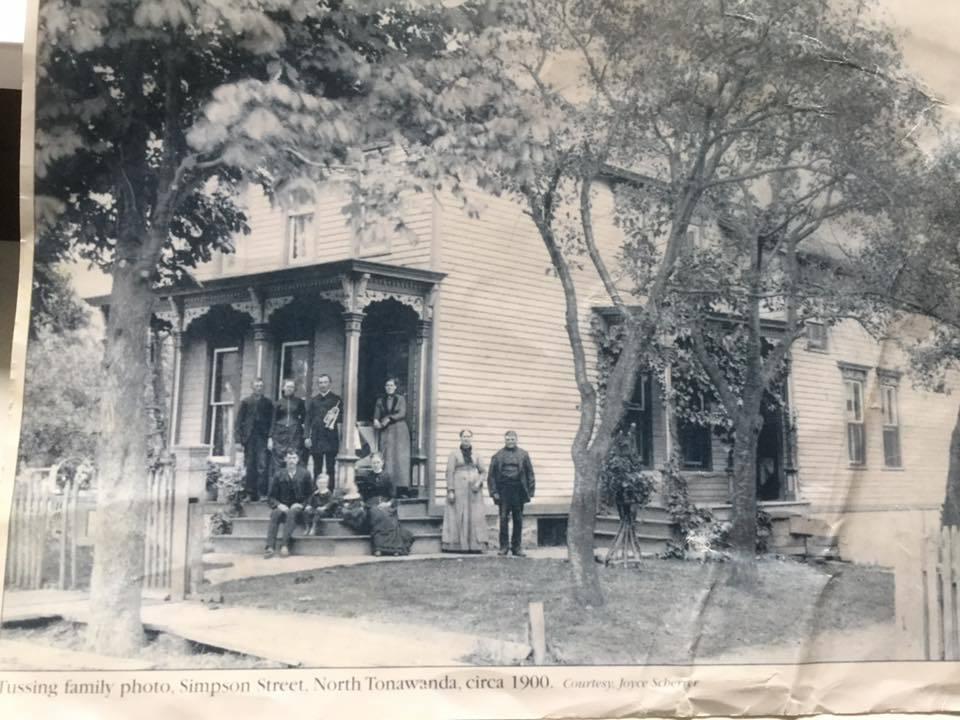 Tussing family home, Simpson St. (c1900).jpg