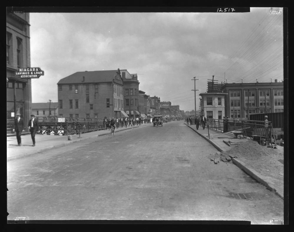 Main Webster St. Bridge, looking north (Erie Canal Museum, 1920-08-03).jpg