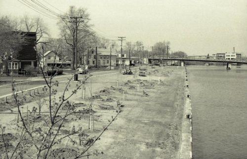 Delaware street bridge 2 (c1978).jpg
