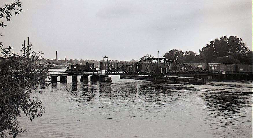 Swing bridge to Tonawanda Island, photo (c.1930).jpg