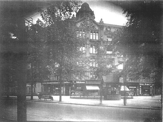 de Kleist Berlin apartment, Kurfürstendamm street (c1913).jpg