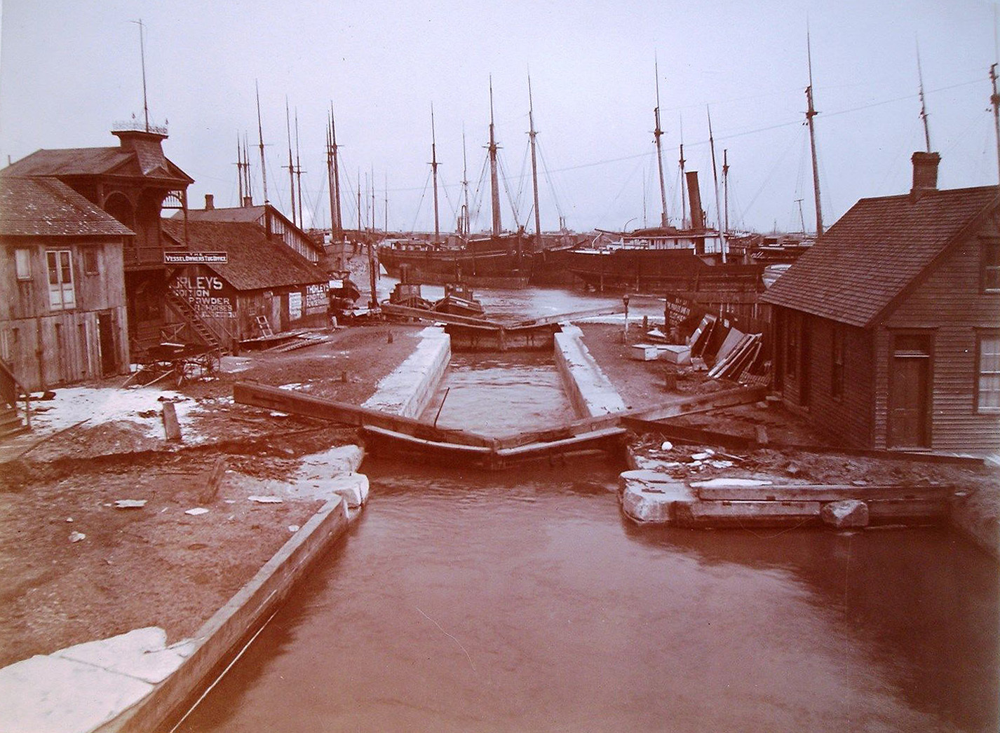 Erie Canal lock in Tonawanda, photo (c1890).jpg