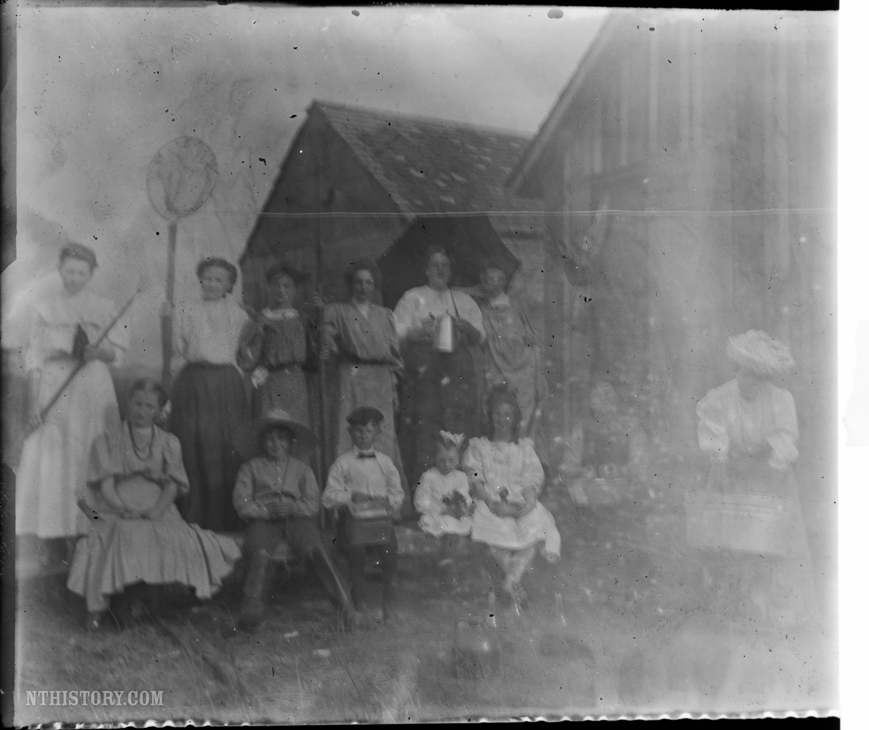Gratwick Slip boathouse gang, photo 2 (Cumming Family, c1902).jpg