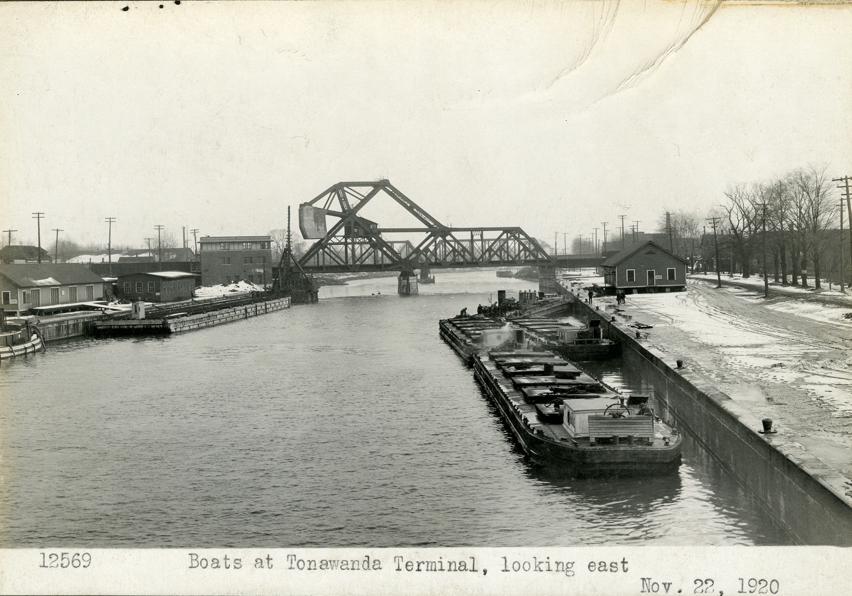 Boats at Tonawanda Terminal, looking east, photo (NYSA, 1920-11-22).jpg