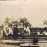 Ellicott Creek boaters, photo detail left (1909).jpg