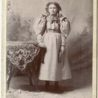 Young girl, cabinet card, Stumpf, 35 Webster (c1890).jpg