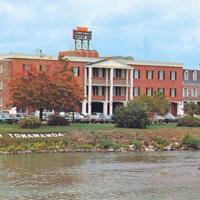 Downtowner Motor Inn, photo postcard (c1960).jpg
