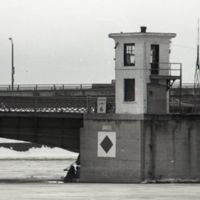 Bascule bridge watch tower in winter (1978).jpg
