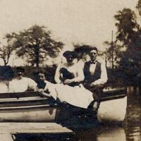 Ellicott Creek boaters, photo detail right (1909).jpg
