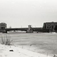 Bascule bridge across the Erie Canal in winter (1978).jpg