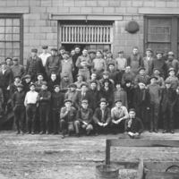 Auto Wheel Co., employees, photo (NTHM, 1917).jpg