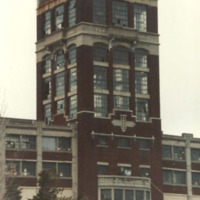 Wurlitzer tower, old lettering, photo (Dave Dirt, c.1980).jpg
