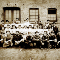 North Tonawanda Musical Instrument Works, employee photo (Trager, c1908).jpg
