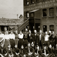 North Tonawanda Musical Instrument Works employees, photo (HST 1913-05-03).jpg